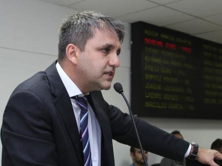 Saulo Dentista questiona empréstimo de 30 milhões de dólares para Poá