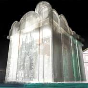 Świątynia na dziedzińcu starego zamku Batorego