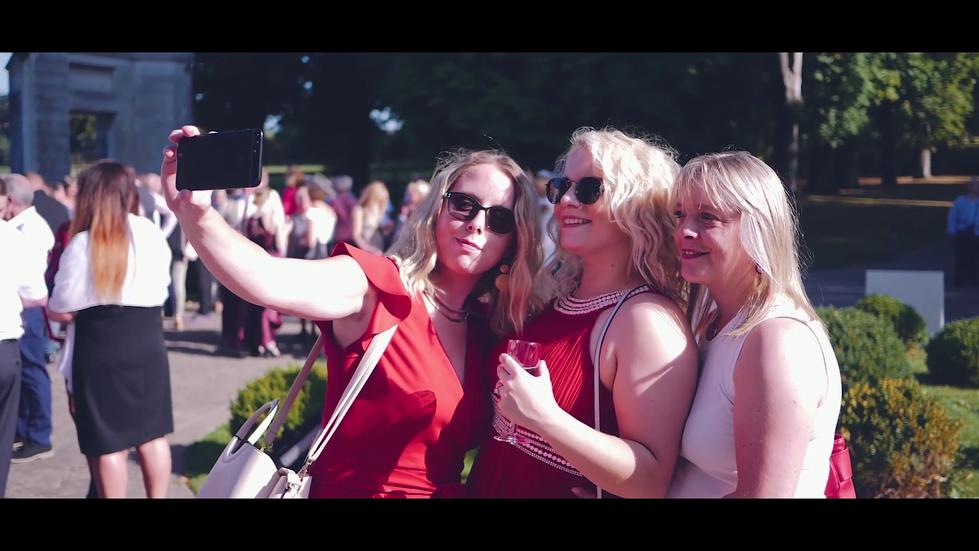 selfy-des-amis-de-la-famille