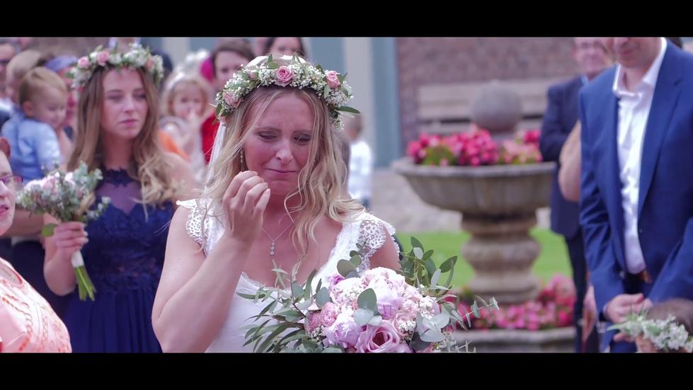 pleurs-marié-cérémonie-laique