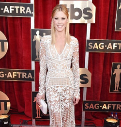Julie Bowen in #RandallScott at the SAG Awards styled by _taraswennen 🎀 #juliebowen #sagawards #red