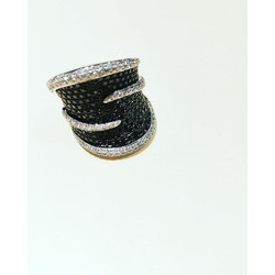 Black & white diamond cocktail ring #nowavailable. Part of our #Luxury collection