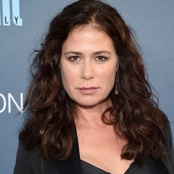Maura Tierney in Randall Scott for Critic's Choice styled by _cristinaehrlich #yes #loveher #Randall