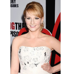 Congrats _themelissarauch on 200 episodes! So pretty in #RandallScott at the #bigbang party