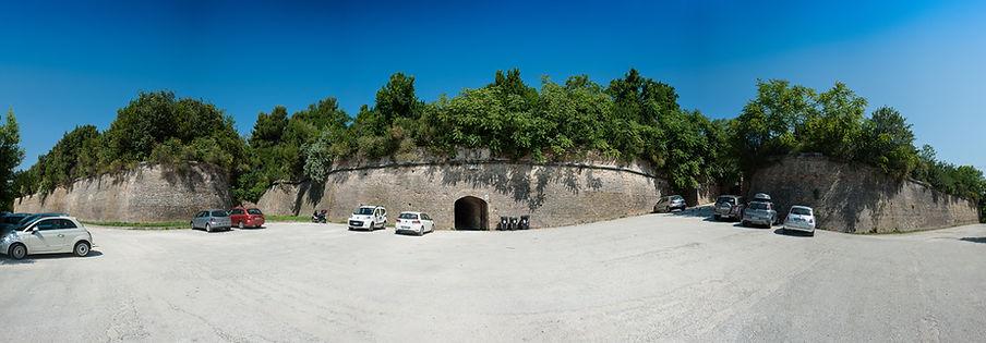 """La Tenaglia, ovvero l'ingresso del Parco Pubblico """"Cittadella"""", ricavato nel Campo Trincerato di Ancona"""