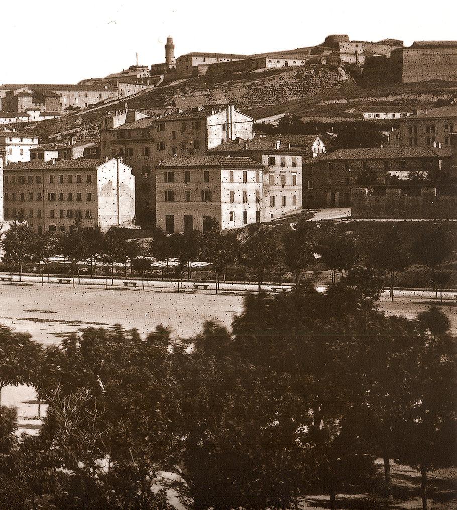 Il bastione del Cassero visto da Piazza Cavour in una foto del 1880 baluardo cassero san paolo monte cardeto cappuccini