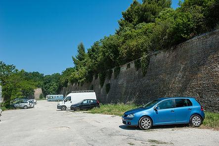 Cortina tra i bastione Ottone e Grazie del Campo Trincerato di Ancona in via Circonvallazione, vicino alla Cittadella e al suo maneggio.