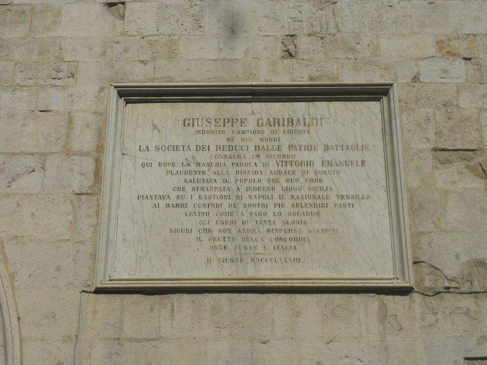 Targa a Giuseppe Garibaldi Ancona Prefettura Arco Amoroso