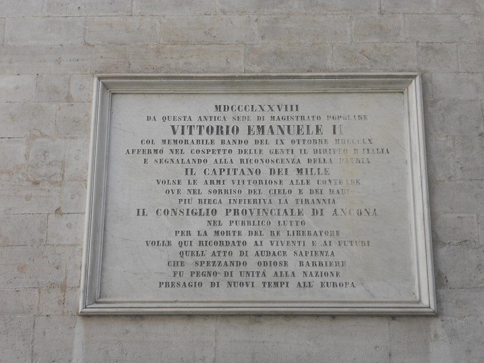 Targa a Vittorio Emanuele II e Garibaldi Prefettura Ancona Arco Amoroso