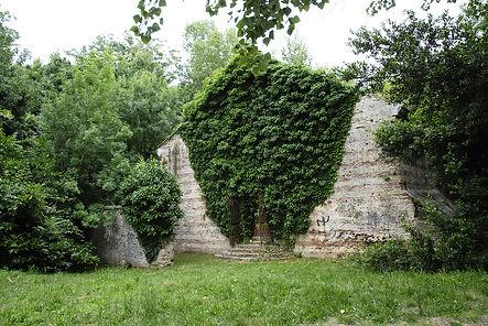 La polveriera Beato Amedeo, di epoca francese, all'interno del Campo Trincerato di Ancona, vicino alla Cittadella. Santa Barbara San Luigi.