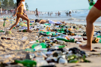 ONU alerta para 'ressaca' de plástico descartável no Natal e Ano Novo