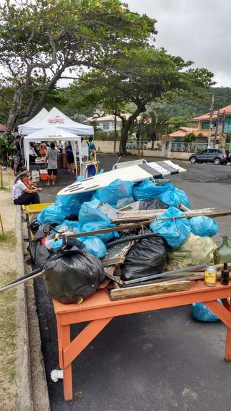 Mutirão de limpeza em Itacoatiara recolhe 400kg de lixo