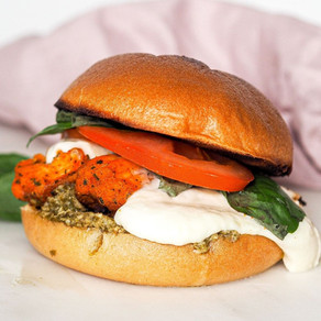 Burger mozza pesto poulet tandoori