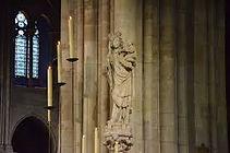 Vierge Notre Dame de Paris.jpg