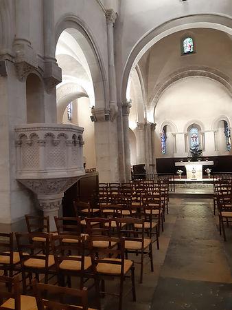 Eglise Buxy chaire.jpg