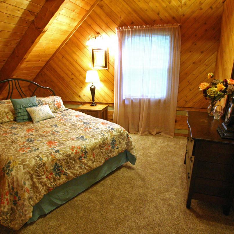 IMG_2259_upstairs_bedroom.jpg