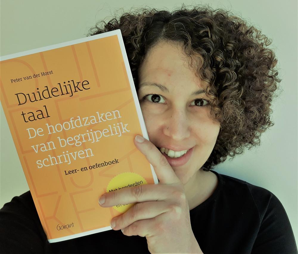 Farida en het boek 'Duidelijke taal'