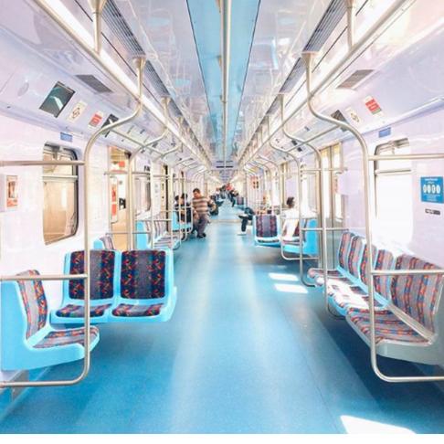 Explore a Cidade de Metrô e Trem