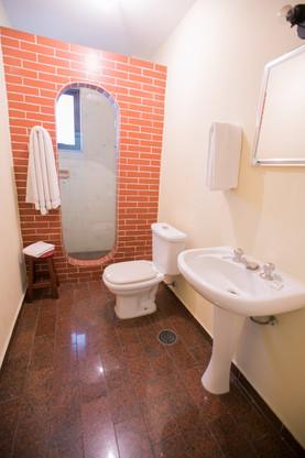 Banheiro privativo em todos os Aptos.