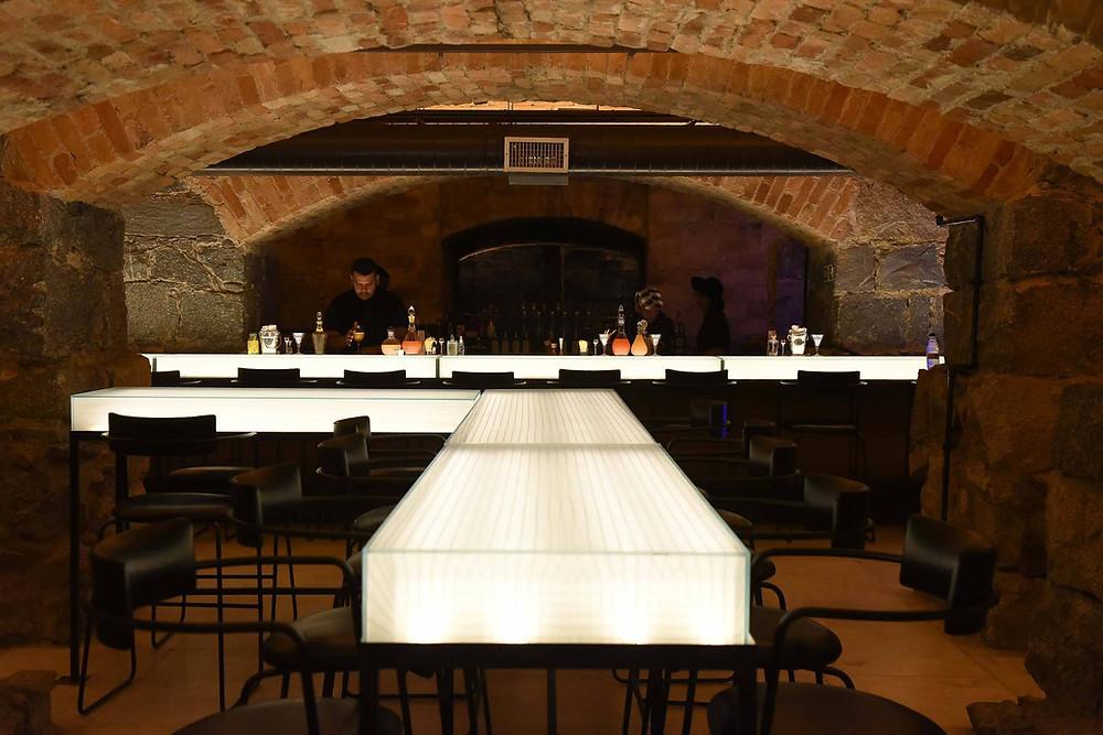 O bar subterrâneo fica aberto de terça a domingo, a partir das 19h, com entrada gratuita. Foto: Cleiby Trvisan / Divulgação.