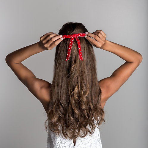 Laço de cabelo Petit Perle em fita de veludo e pérolas