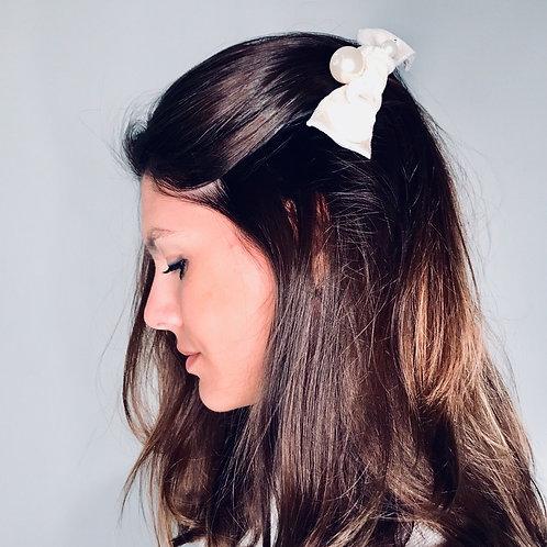 Laço de cabelo Serena com pérola