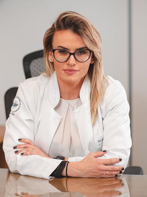Dra. Ana Cláudia da Silva Galdino - Oncologista Clínica