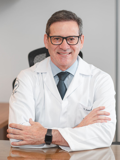 Dr. Aiuka José de Almeida - Oncologista Clínico