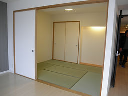 愛知(一宮,稲沢,清須,津島,あま)でのリフォームは建築家・桜へ。こちらは、株式会社 建築家・桜の一宮店です。2階が事務所です。