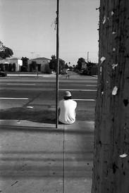 Street Sitter   Assis dans la Rue
