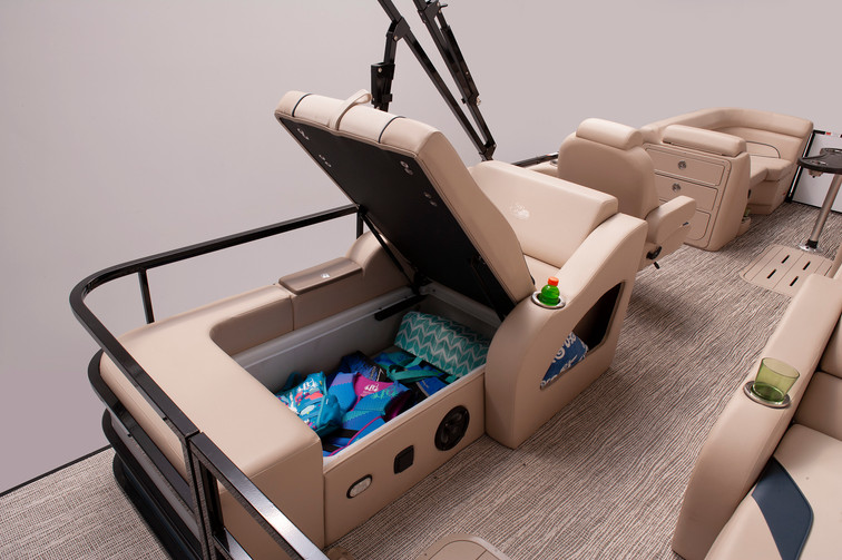Select 322 SS Lounge Chair Storage.jpg