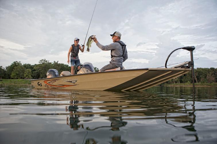 Sportsman 1710 Fishing 4.jpg