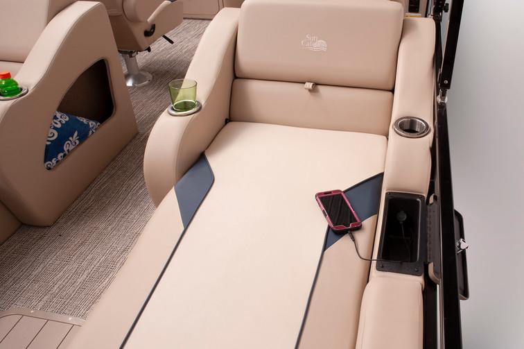 Select 322 SS Lounge Chair.jpg