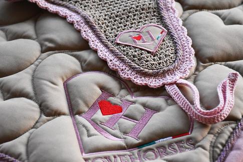 lovehorses-beige239 lilla-rosa.jpg