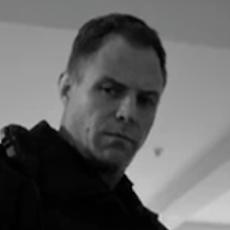 Bernd Egger spricht Polizisten