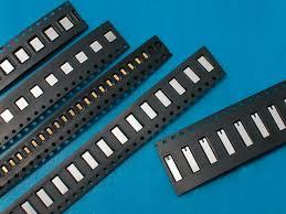 把小小的Electronic Component装进这些格子里面。