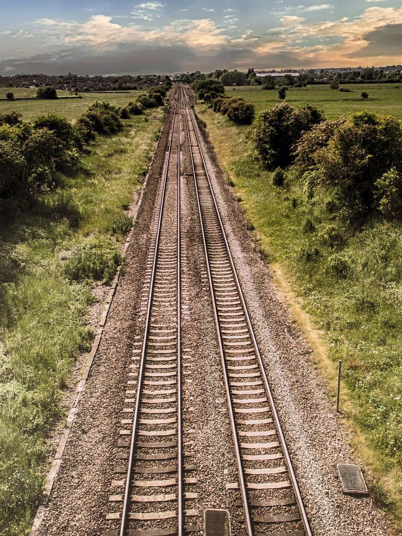 train-track-2497003_1920.jpg