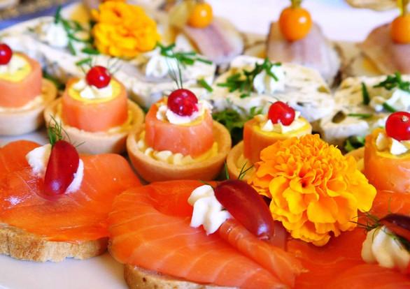 Mundhappen und Tarteletts mit Fisch.jpg