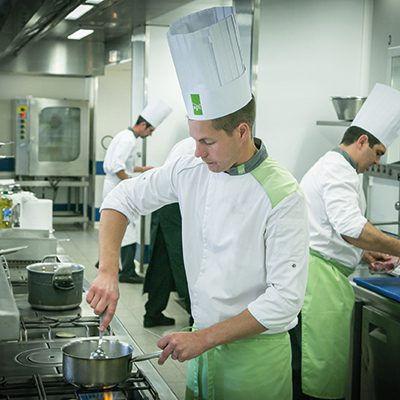 Cuisinier_API_Restauration_05-400x400.jp