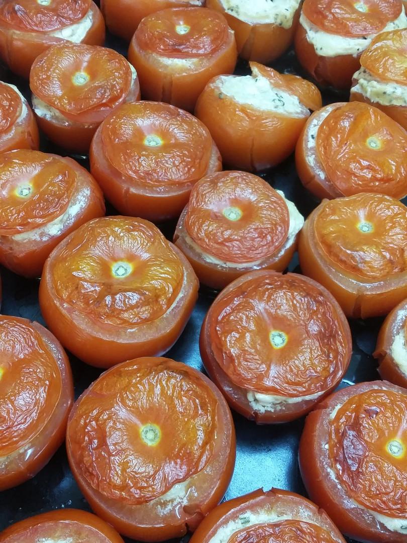 Stuffed tomatoes with cashew nuts cream.jpg