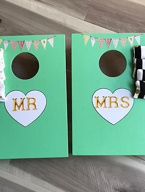Vintage Mr & Mrs cornhole boards with 8 x throwing bags