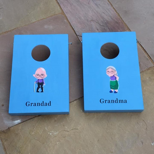 Grandma vs Grandad cornhole game with 8 x throwing bags