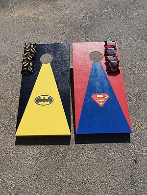 Batman vs Superman cornhole boards and 8 x throwing bags