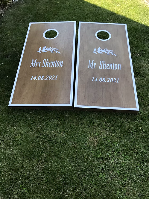Personalised stained cornhole boardsand 8 x throwing bags