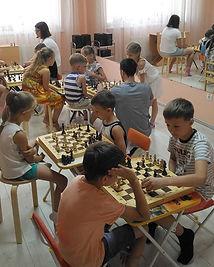 Занятие шахматами в летнем лагере🏅
