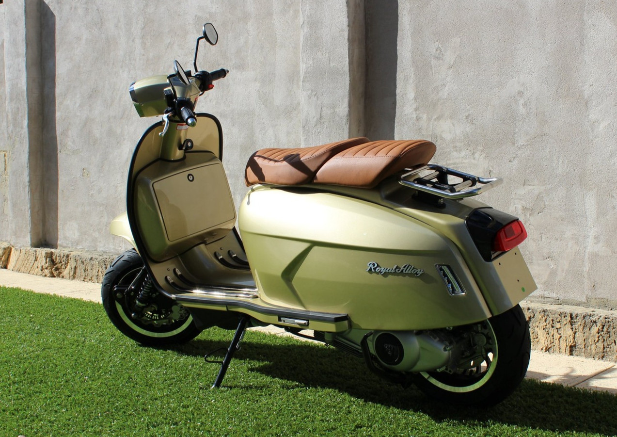 Royal Alloy GP300 - Lime Gold, with Tan king & queen seat