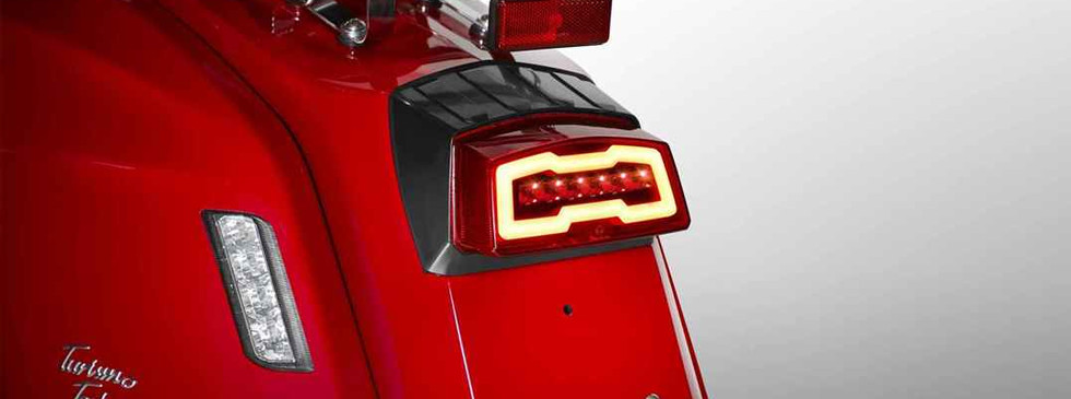 TT200 red full-led-taillight-1x.jpg