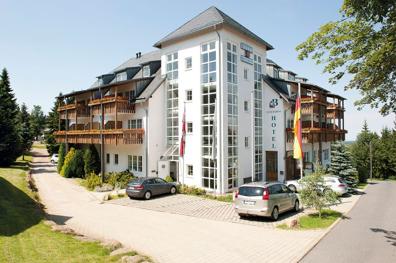Hotel-zum-Baeren-Oberbaerenburg-Altenberg-Aussenansicht