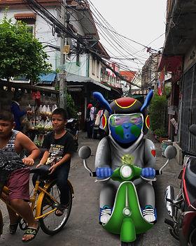 earthy en moto por bangkok.jpg