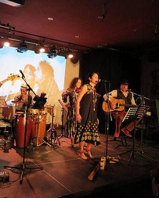 groupe folk sur Nice.jpg